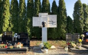 Hroby a hrobky s…