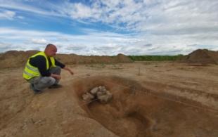 Archeologové…