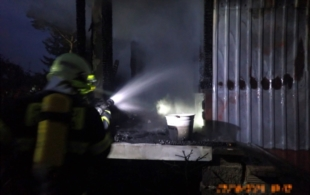 Shořela chata ve…